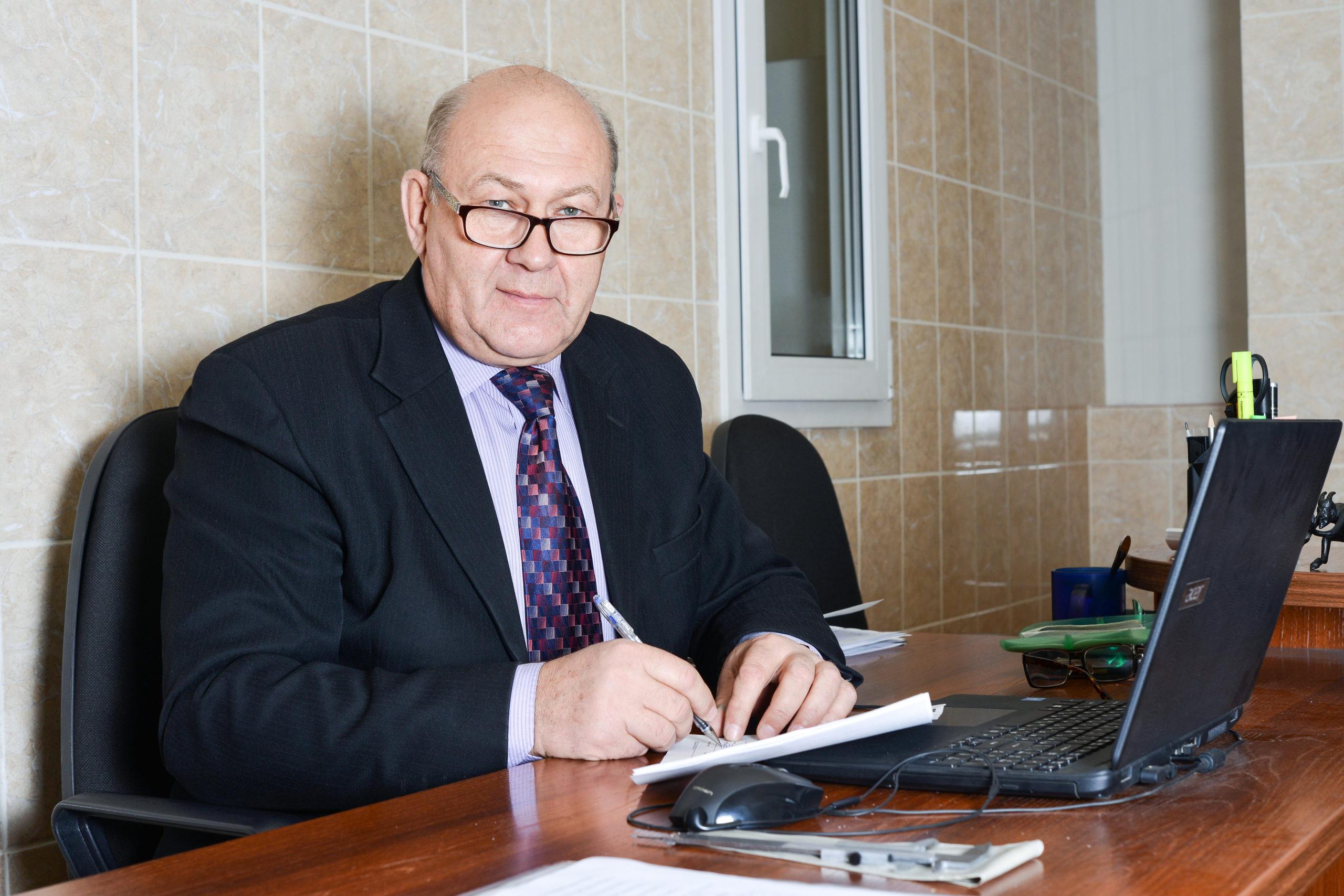 Дроздов Виктор Михайлович (Начальник лаборатории)